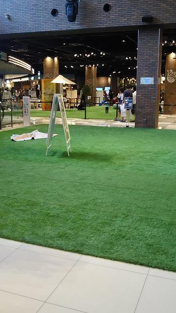 アウトレット広島 芝生休憩所